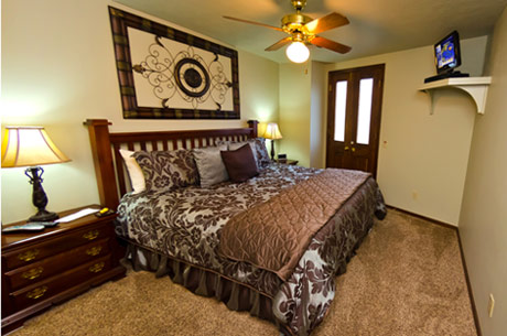 Eureka Springs lodging - The Flatiron Suite